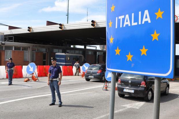 صورة المدة القانونية للبقاء خارج إيطاليا للأجانب المقيمين بها