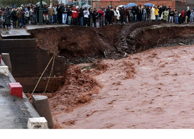 صورة الفيضانات التي عرفتها  تارودانت وورزازات، يومي 4 و5 ماي 2016 تودي بحيات  6 أشخاص و2  في عداد المفقودين