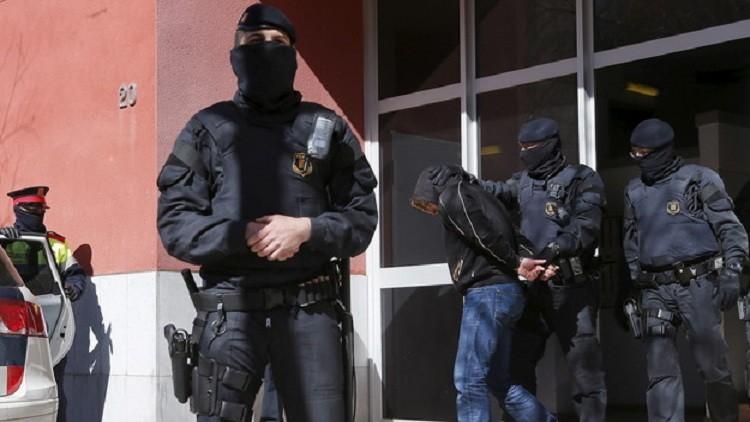 """صورة اعتقال  الشرطة الإسبانيّة لمغربي فر من سجن  """"فونتكلانت """"Fontcalent"""" بألكانتي  """"Alicante"""""""