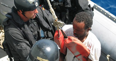 صورة البحرية الاسبانية:   انقاذ 33 مهاجرا سريا على متن قارب مطاطي