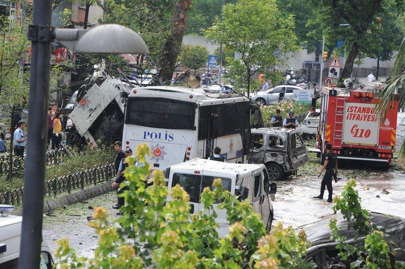 صورة مقتل 11 شخصا بتفجير سيارة مفخخة وسط اسطنبول وإدانات عربية وإسلامية وأوروبية