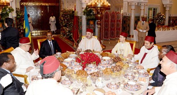صورة الملك محمد السادس يقيم بالدار البيضاء مأدبة إفطار على شرف الرئيس الرواندي