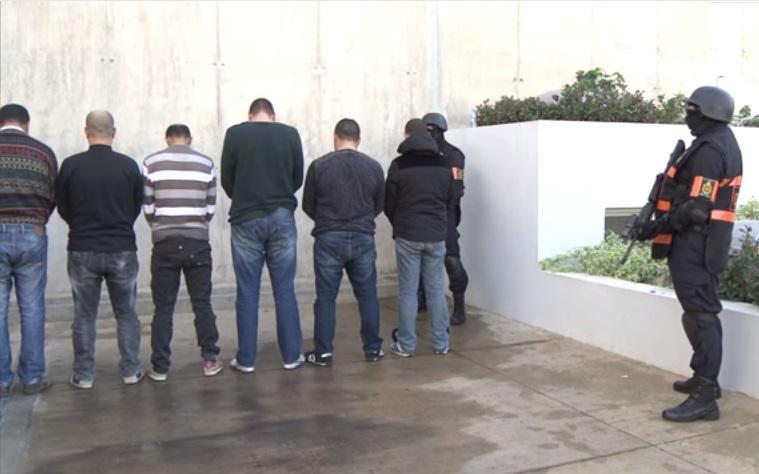 """صورة اعتقال 6 ستة """"متطرفين"""" على صلة بفرع تنظيم الدولة الإسلامية في ليبيا  كانوا ينشطون في عدد من مدن المملكة المغربية"""