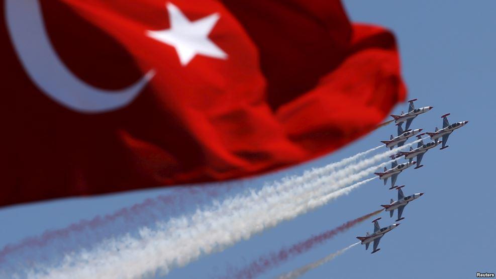 صورة الموجة الثانية من الانقلاب العسكري بتركيا : طائرات عسكرية كانت تستعد لضرب أهداف استراتيجية بكل من  مدينتي اسطنبول وأنقرة.