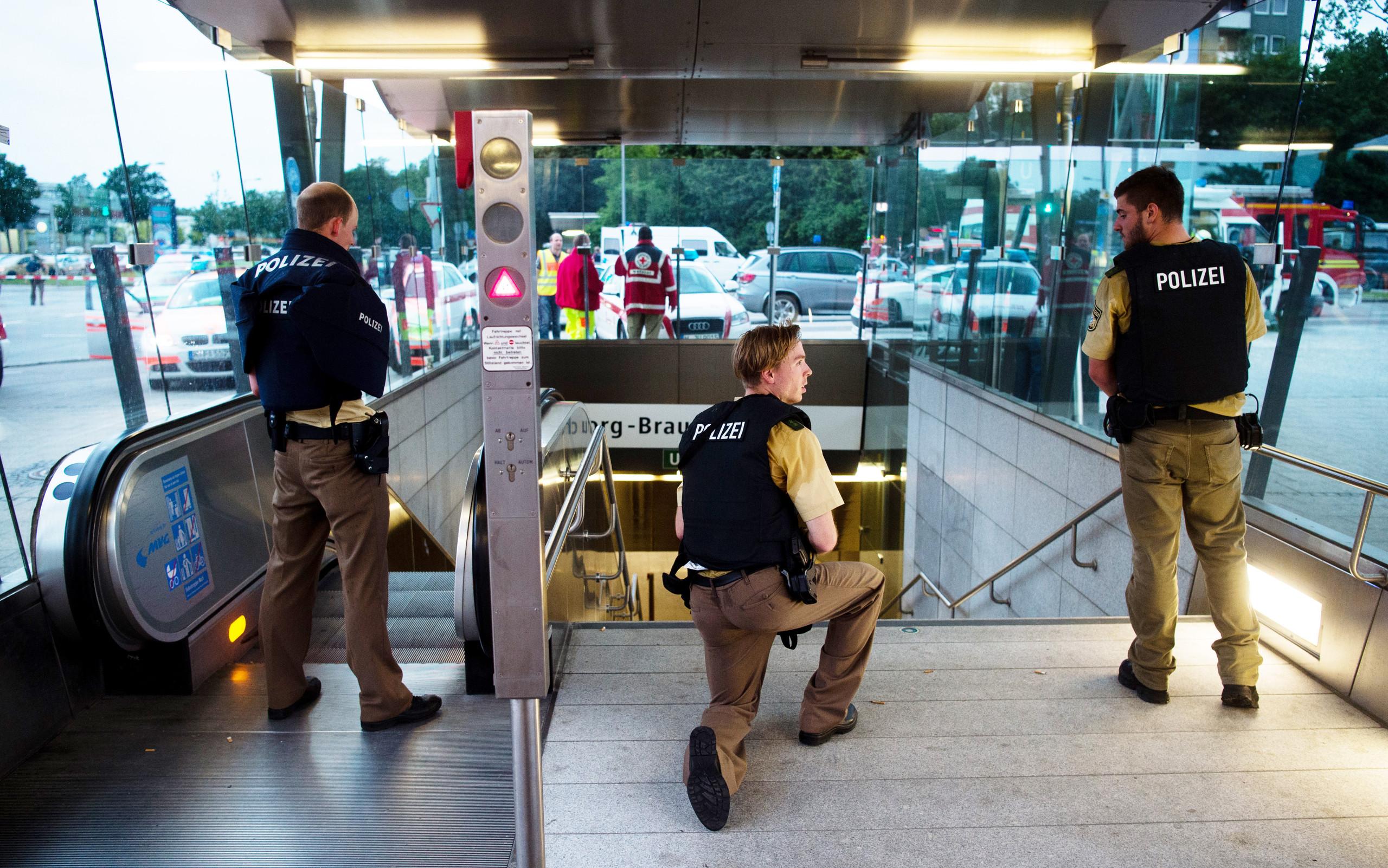 صورة عشرة قتلى وجرحى  في هجوم إرهابي بميونيخ الألمانية و المهاجم شاب ألماني من أصل إيراني