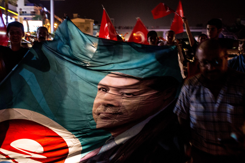صورة عاجل :فشل الإنقلاب العسكري بتركيا