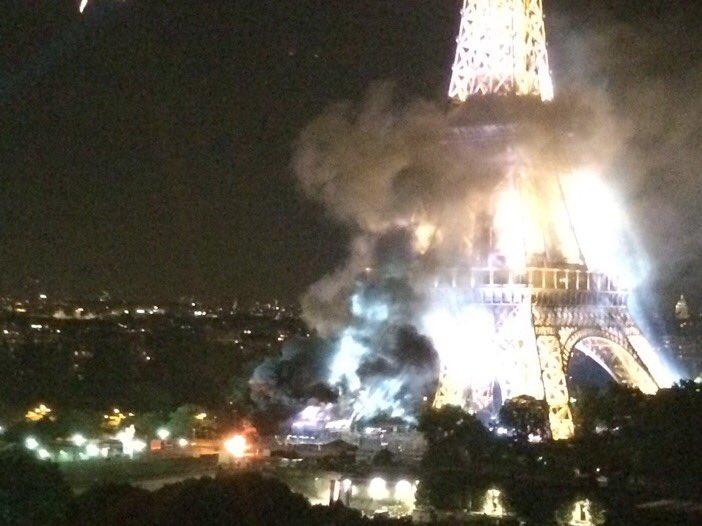 صورة حريق ضخم يشب ببرج ايفل بباريس