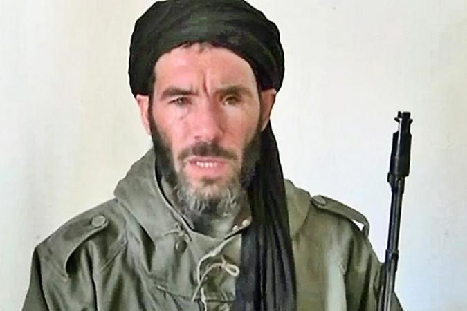 صورة بلمختار قائد القاعدة في بلاد المغرب الإسلامي يُسيّر التنظيم من داخل مخيمات تندوف