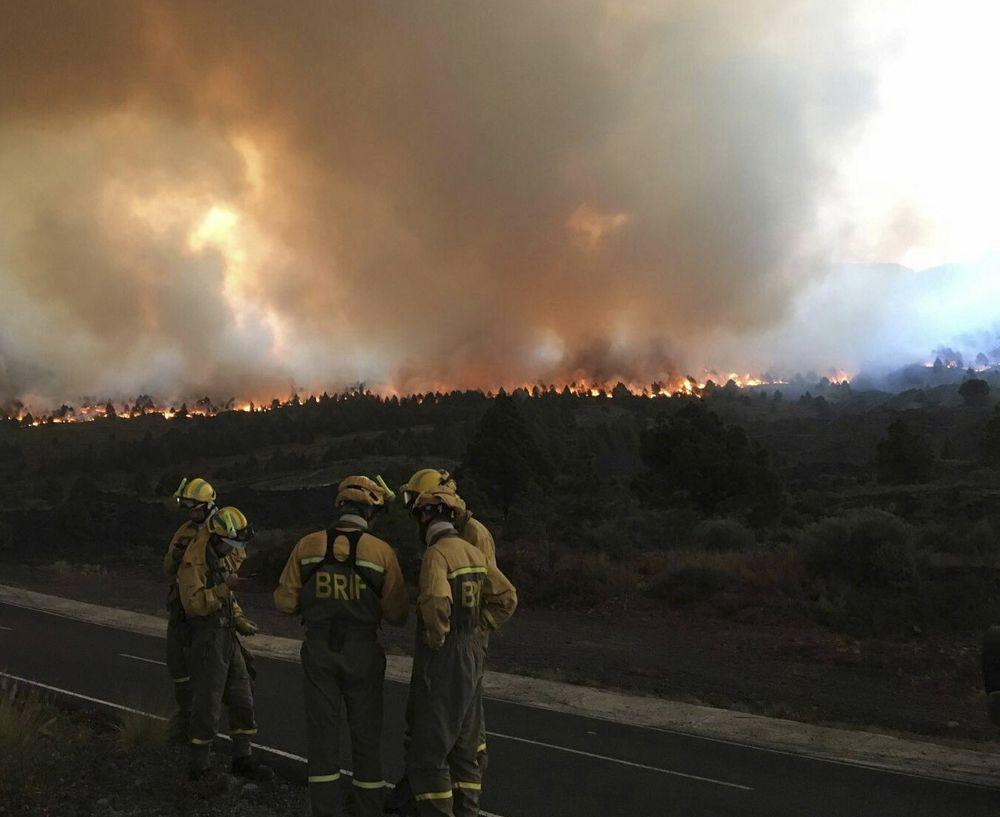 """صورة ورق مراحيض يتسبب في حريق كبير يخرج عن السيطرة بجزيرة  """"لابالما """" بجزر الكناري"""