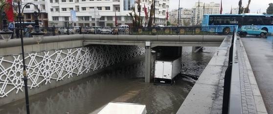صورة تساقطات مطرية غزيرة تسببت في فيضانات بطنجة وتعرقل حركة السير -صور-