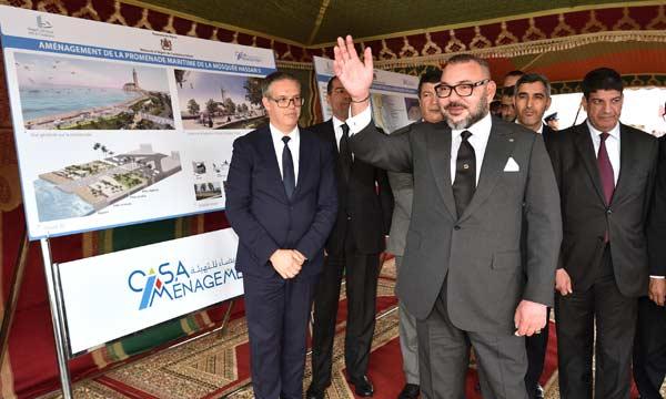 صورة الملك محمد السادس نصره الله يعطي انطلاقة أشغال تهيئة المنتزه البحري لمسجد الحسن الثاني بالدارالبيضاء