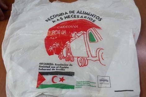 """صورة أكياس بلاستيكية حاملة لـ""""علم البوليساريو"""" تروج في أسواق الناظور"""